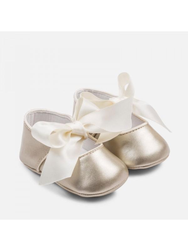 Balerini ceremonie bebe nou-nascut